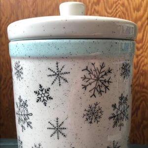 Accessories - Snowflake ceramic jar